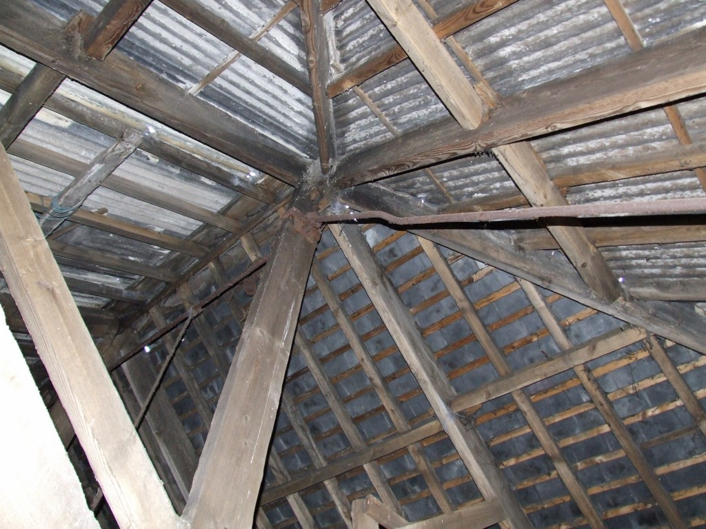 The roof structure of the shed